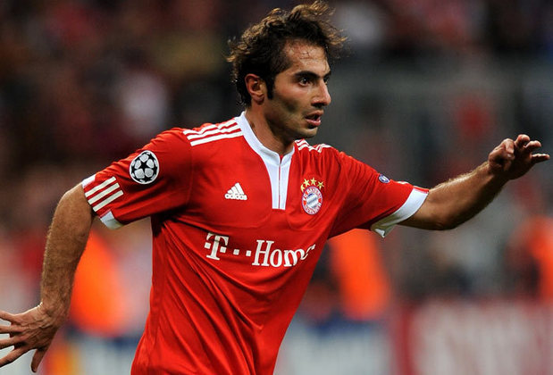O meia turco Hamit Altintop jogava em 2010 no Bayern de Munique. Mas ganhou o prêmio Puskás por um gol que fez pela sua seleção contra o Cazquistão pelas Eliminatórias para a Eurocopa.