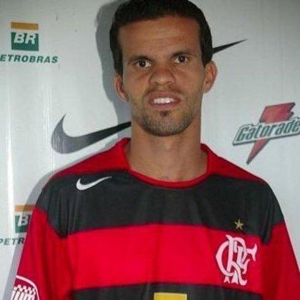 O meia Walter Minhoca ganhou projeção ao liderar o modesto Ipatinga ao vice-campeonato mineiro e às semifinais da Copa do Brasil de 2006. Isso lhe rendeu ida ao Flamengo, onde só fez 19 jogos.