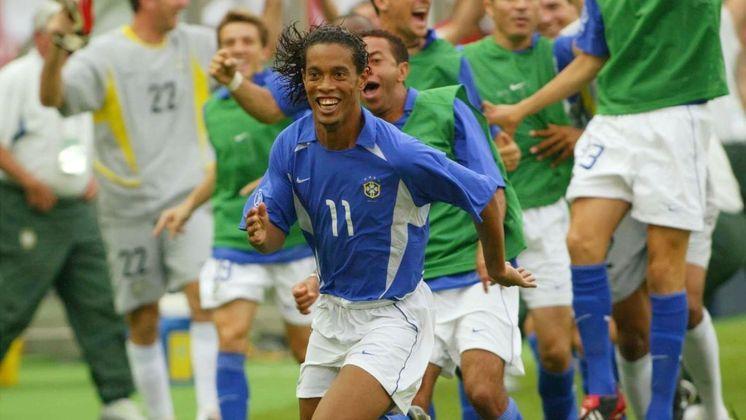 O meio-campista Ronaldinho Gaúcho se aposentou em 2018. Ele é garoto-propaganda de diversas marcas e participa de eventos como lenda do Barcelona. Atualmente, o craque está preso no Paraguai com seu irmão Assis.