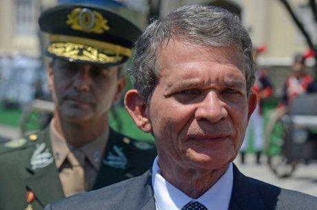 Silva e Luna é o primeiro militar a ocupar o ministério da Defesa desde que a pasta foi criada e a presença de um general no comando da pasta causa mal estar com as outras duas Forças