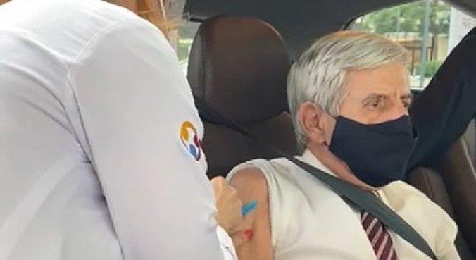 General Heleno foi imunizado em um posto drive-thru de Brasília: 'Foi a minha escolha'