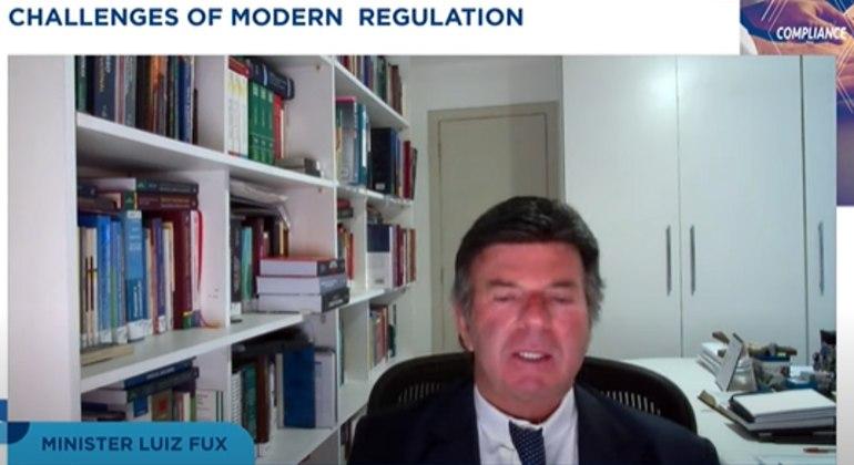 O ministro Luiz Fux, durante webinário da FGV realizado nesta terça-feira (14)