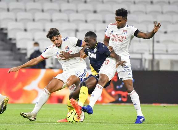 O Monaco, que tem chances remotas de título, briga com o Lyon por uma vaga na fase classificatória da Champions League. As equipes estão separadas por um ponto. Quem não conseguir a vaga, disputará a Liga Europa, junto com o Olympique de Marselha, que também já está garantido. Lens e Rennes brigam pela Conference League.