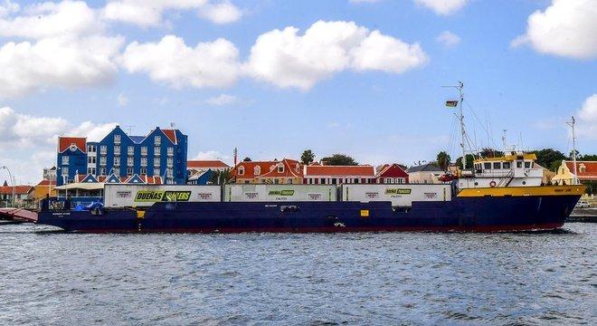 Navio de suprimentos que seguiria para a Venezuela foi forçado a atracar na ilha de Curaçao