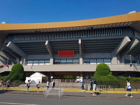 O Nippon Budokan receberá as disputas de judô e karatê. Tradicional, é referido como a casa espiritual das artes marciais japonesas. Foi nele que o judô estreou em Olimpíadas, em 1964.