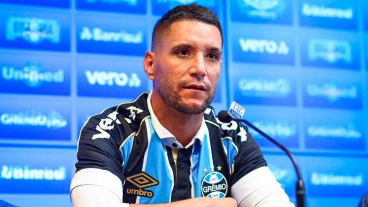 O nome de Thiago Neves ficou entre os mais comentados na última noite, já que seu contrato com o Grêmio foi rescindido e ele estava a caminho do Atlético-MG. No entanto, no último minuto, algo deu errado e o negócio não foi selado. Confira a seguir outras negociações que acabaram melando no final!