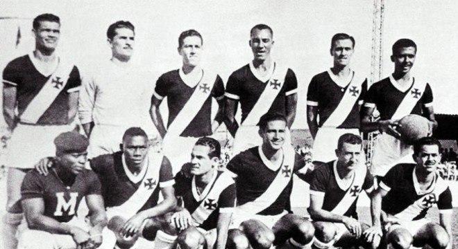O nome mudou, mas o formato seguiu praticamente intacto. Em 1953, a Copa Rio virou o Torneio Octogonal Rivadávia Corrêa Meyer, e o Vasco derrotou o São Paulo duas vezes na final e sagrou-se campeão.