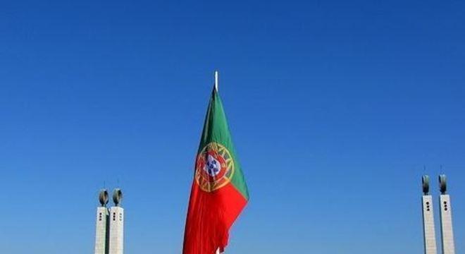 O novo decreto estende o estado de emergência, iniciado em 18 de março, por pelo menos 15 dias