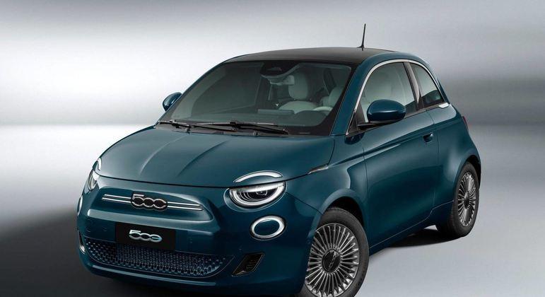 O novo Fiat 500 elétrico é um carro que chama a atenção pelo design incomum e pela versatilidade, servindo tanto para cidade como para alguns off-road. Custa cerca de R$ 195.