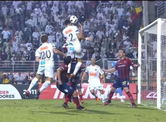 O Pacaembu inteiro subiu junto com Edu Dracena aos 43 minutos do primeiro tempo da partida de ida da semifinal da Libertadores, contra o Cerro Porteño. O gol do capitão do tri deu a vantagem que o Santos precisava para a partida de volta, no Paraguai, onde o jogo terminou em 3 a 3.