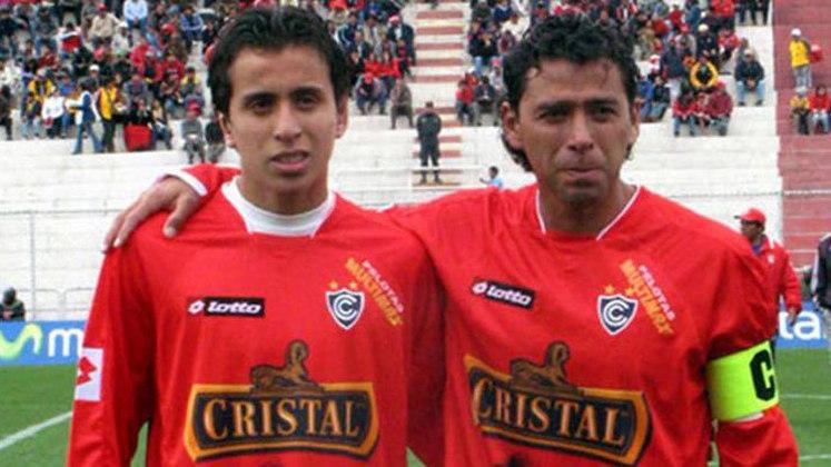 O pai tinha 40 e o filho 18 anos. Foi assim que Juan Carlos Bazalar e seu filho, Alonso Bazalar, dividiram o gramado em 2008, pelo Cienciano.