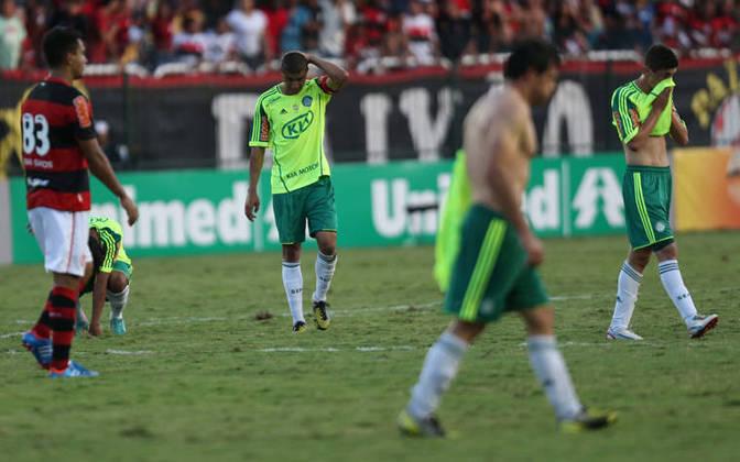 O Palmeiras de 2012 somou 34 pontos em 38 jogos (29,82%). Contudo, o saldo de gols do Verdão foi superior (-15 contra -17).