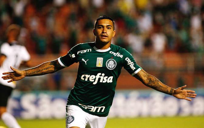 O Palmeiras recebe cerca de R$ 100 milhões em patrocínio por ano da Crefisa e da FAM. Isso por conta do Verdão contabilizar toda a camisa, não somente o master, por conta dela ser 'fechada' com as empresas.