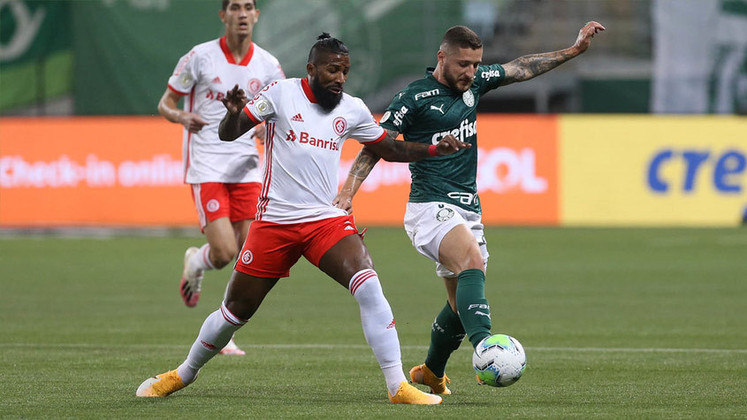 O Palmeiras suou muito e acabou saindo de campo com um gosto de alívio devido ao empate em 1 a 1 com o Internacional arrancado na