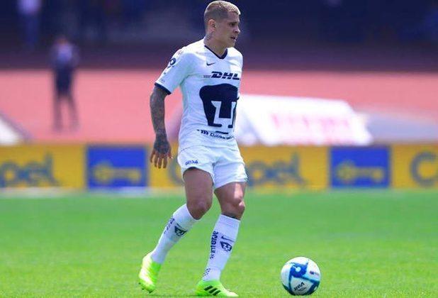 """O paraguaio Juan Iturbe é outro jogador que já foi chamado de """"Novo Messi"""" no início da carreira. Iturbe foi revelado pelo Cerro Porteño e aos 18 anos foi vendido ao Porto. No entanto, as passagens pelo futebol europeu não fizeram o jogador se destacar e hoje ele está no Pumas, do México."""