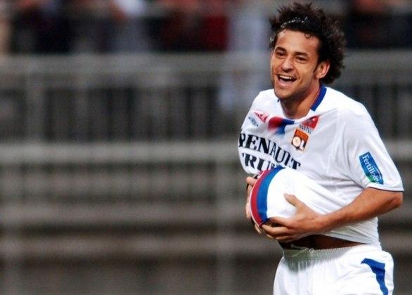 O Paris Saint-Germain vem dominando o cenário francês há algum tempo, mas, antes dele, o Lyon conquistou sete Ligues One seguidas, de 2001 a 2007/08, algo que nem sequer o PSG conseguiu. Na equipe, estavam os brasileiros Juninho Pernambucano, Caçapa, Cris e Fred.