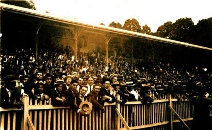 O Parque Antarctica recebeu a primeira partida internacional da história do clube. Em amistoso disputado em 26 de outubro de 1922, o Palestra Itália recebeu o Paraguai, à época vice-campeão sul-americano, e venceu por 4 a 1, com gols de Imparato (duas vezes) e Heitor (duas vezes).