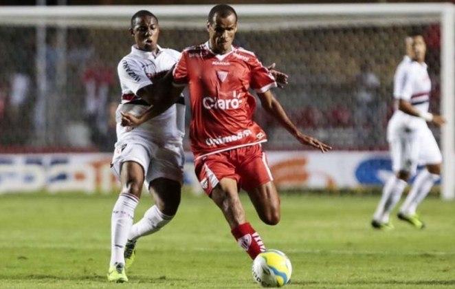 O pentacampeão Rivaldo anunciou aposentadoria quando atuava pelo Kabuscorp, da Angola. Não passou muito tempo e o craque voltou a jogar por alguns times brasileiros. Rivaldo se aposentou definitivamente no Mogi Mirim, em 2014