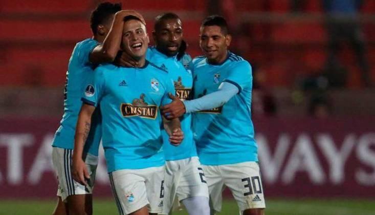 O Peru tem três equipes na lista, todas com preço igual. A 32ª posição é do Sporting Cristal, do Peru. A camisa do clube custa 55,97 dólares, equivalente a 199,90 pesos peruanos. Quem faz sua camisa é a Adidas.