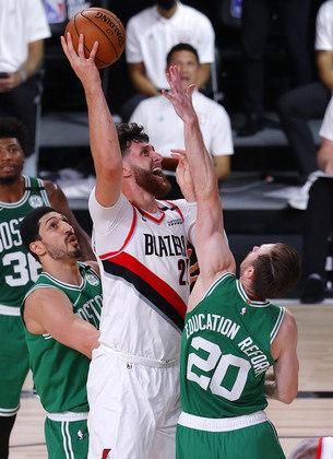 O pivô Jusuf Nurkic (Portland Trail Blazers) foi o grande nome de sua equipe na derrota para o Boston Celtics no domingo. Nurkic obteve 30 pontos, nove rebotes e cinco assistências, iniciando a reação do Blazers, quando o Celtics liderava por 24. No entanto, faltando três segundos, cometeu um erro de ataque, desperdiçando a última chance