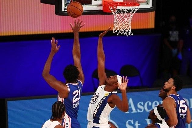 O pivô Myles Turner (Indiana Pacers) sofreu com o camaronês Joel Embiid (Philadelphia 76ers). Após cometer duas faltas logo no começo, Turner ficou pendurado o jogo todo e terminou eliminado com seis infrações em 20 minutos. Ficou com nove pontos, dois rebotes e dois bloqueios no embate