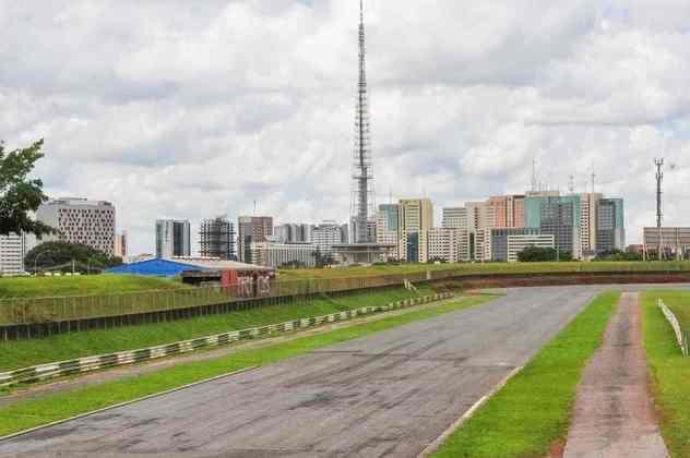 O plano é reabrir o Autódromo Internacional de Brasília em 2021. As obras, porém, nem começaram e os boxes foram demolidos