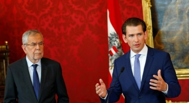 Sebastian Kurz, e o presidente Alexander Van der Bellen, em coletiva de imprensa