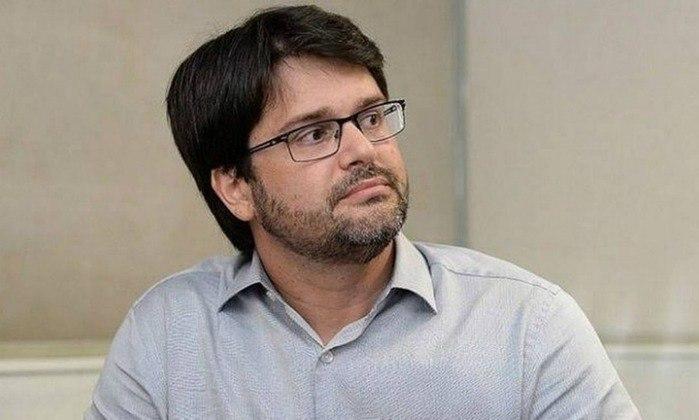 O presidente do Bahia, Guilherme Bellintani, não presenteou o Bolsonaro com uma camisa do clube, mas marcou a posição favorável do Tricolor quanto ao tema
