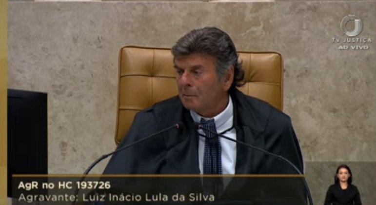 O presidente do Supremo, Luiz Fux, durante o julgamento do caso Lula nesta quinta-feira (22)