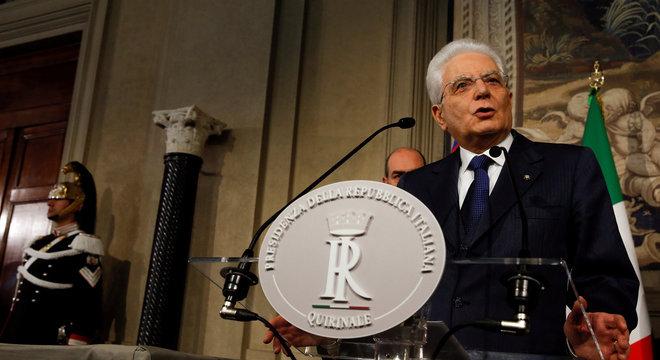 O presidente da Itália, Sergio Mattarella, rejeitou o nome sugerido pelos populistas para ocupar o Ministério da Economia e gerou uma crise política