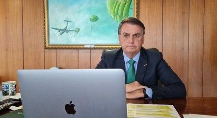 Bolsonaro adia internet para escolas públicas