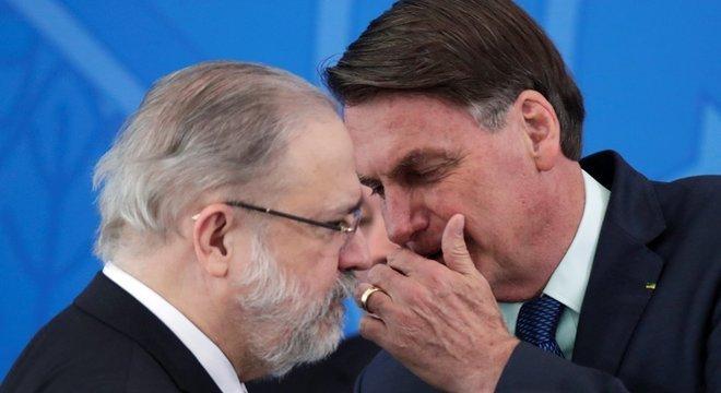 Membros do Ministério Público Federal têm demonstrado insatisfação com a suposta proximidade entre Aras e Bolsonaro