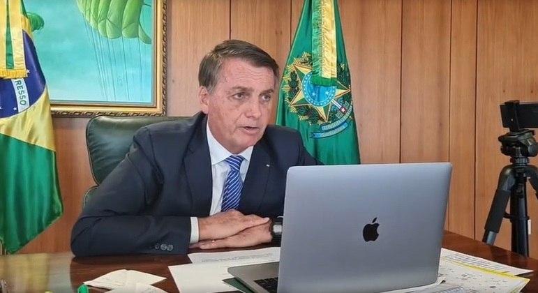 O presidente Jair Bolsonaro em entrevista a rádio