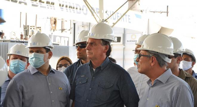 Alcolumbre e Bolsonaro em visita a subestação de energia no Amapá