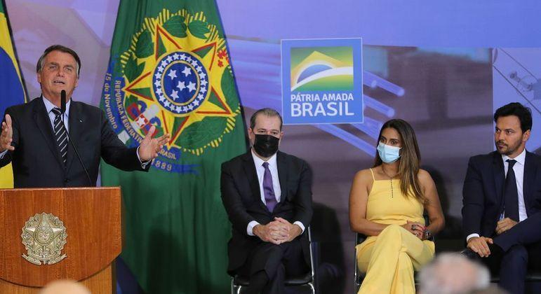 O presidente Jair Bolsonaro durante evento no Planalto em que criticou proposta de regulação da mídia