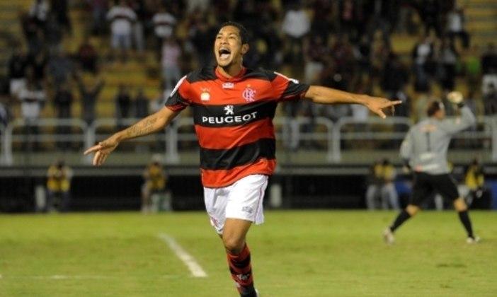 O PRIMEIRO HAT-TRICK - Com o contrato renovado e salário aumentado, Hernane, no dia 18 de abril, pela primeira fase da Copa do Brasil, marcou o seu primeiro hat-trick pelo Fla, em jogo contra o Remo: vitória por 3 a 0, no Raulino de Oliveira.