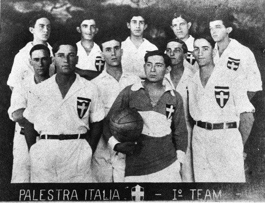 O primeiro jogo no campo do Parque Antarctica foi em 21 de abril de 1917: 5 a 1 sobre o Internacional de São Paulo, pelo Paulista. O Palestra Itália, como era chamado o Palmeiras, alugava um dos campos do terreno que viraria o estádio do clube.
