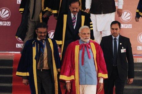 O primeiro-ministro Narendra Modi (ao centro) participou da abertura do 106º Congresso Científico Indiano
