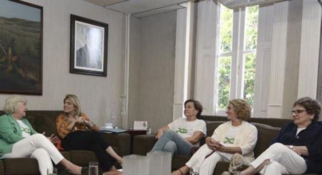 O projeto, desenvolvido por cinco mulheres, realiza palestras, mesas-redondas, oficinas e outros eventos sobre o tema