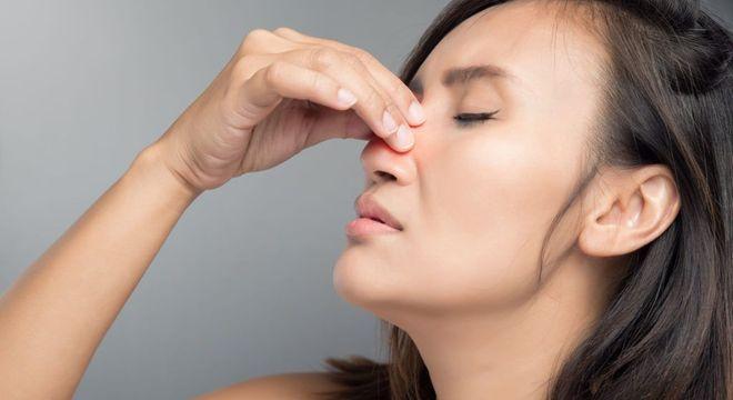 O que é desvio de septo - causas, sintomas e como corrigir