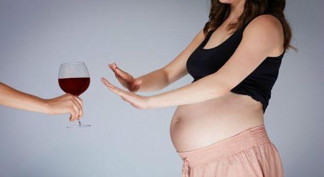O que não comer na gravidez — 13 alimentos que precisam ser evitados