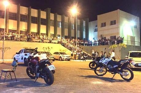 Aula de ponto cego para alunos da ETEC de Fernandópolis. Todos os 1200 alunos, além de professores e funcionários participaram da ação de segurança