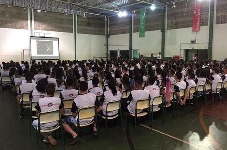1200 alunos, além de professores e funcionários da ETEC Fernandópolis assistiram palestra, deslocamento sempre moto para dar exemplo