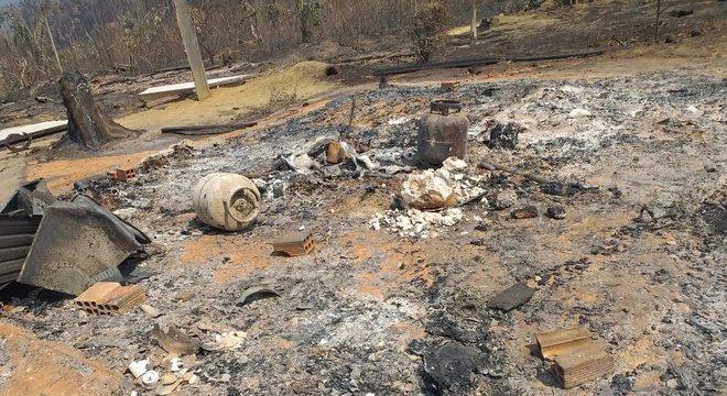 Moradia foi engolida pelas chamas em 13 de agosto