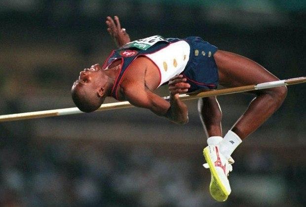 O recorde olímpico do salto em altura é dos mais antigos nas provas de atletismo. Nos Jogos de Atlanta, em 1996, Charles Austin, dos Estados Unidos, saltou 2.39 metros e estabeleceu o índice.