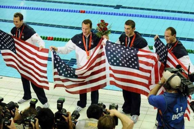 O recorde olímpico dos 4x100m medley é dos Estados Unidos. A equipe formada por Michael Phelps, Aaron Peirsol, Brendan Hansen e Jason Lezak fez o tempo de 3min29s34  em Pequim 2008.