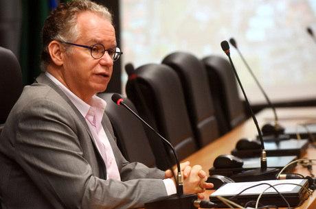 Marcelo Knobel busca alternativas aos cortes