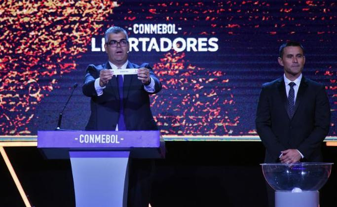 Está chegando a hora. Os grupos da Libertadores 2021 serão conhecidos nesta sexta-feira (9). Ainda com quatro vagas em aberto, graças aos confrontos das fases prévias, a competição será montada através do ranking da Conmebol, que dividiu as equipes em potes. Importante destacar que clubes do mesmo país não podem se enfrentar na fase de grupos, à exceção daqueles que vêm da fase prévia. Veja em qual pote está cada time classificado: