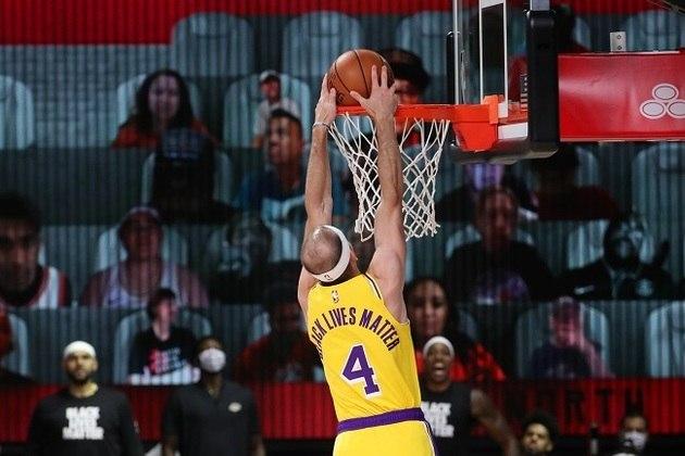 O reserva Alex Caruso (Los Angeles Lakers) foi uma das melhores opções do banco de reservas. O ala-armador somou 11 pontos, três assistências e três roubadas em 24 minutos de ação, mas não o suficiente para superar o Toronto Raptors na segunda partida do retorno da temporada, na Flórida