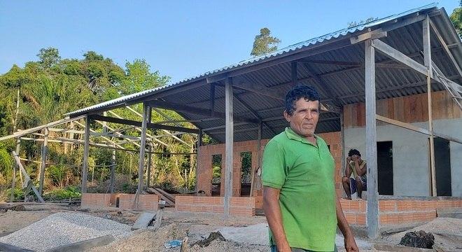 O ribeirinho Antônio Martins Queirós usou suas economias para construir uma pousada na área da reserva do Uatumã